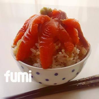 山盛りサーモン丼