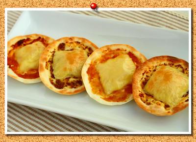 餃子の皮deシンプルピザ2種。