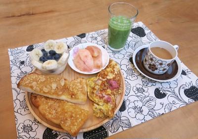 アーモンドトースト&桃 の 朝ごぱん と 明石焼♪