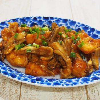 鶏むね肉と舞茸のチリソースときのこ炒飯