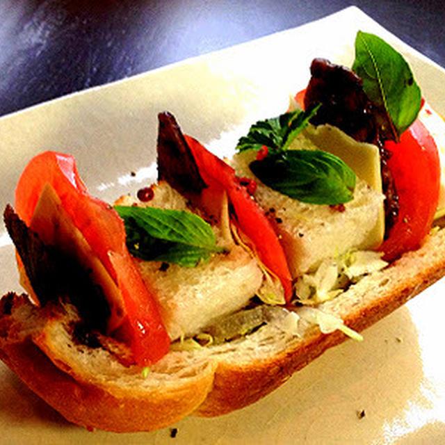 【ホームベーカリーのパンで】赤ワイン風味の照り焼きツナ・オープンサンドウィッチ