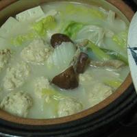 鶏団子で水炊き鍋・モランボン「PREMIUM鍋」