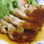 鶏むね肉のステーキ<オニオンソース掛け>