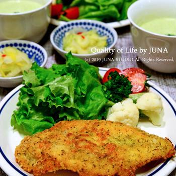 鶏むね肉の香草パン粉焼き(ドライセロリの葉使ったよ)&ブロッコリーのポタージュ