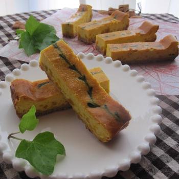 葉とつる柄のパンプキン・チーズケーキバー
