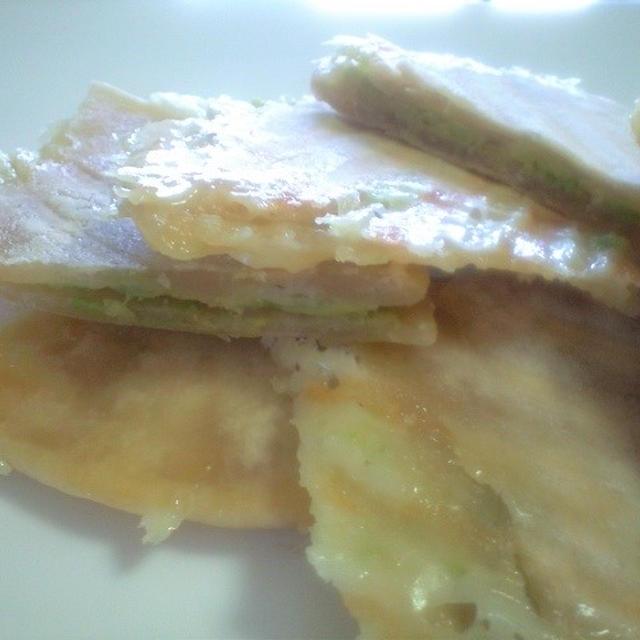 マルチグルメプレートで チーズとアボカドのトルティーヤ ♪