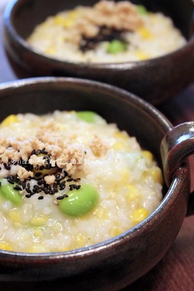 醤油麹で鶏そぼろと休日明けのむくみ取りにとうもろこし粥。