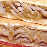 ホットサンドメーカーお手軽レシピ!「豚の生姜焼きのホットサンド」