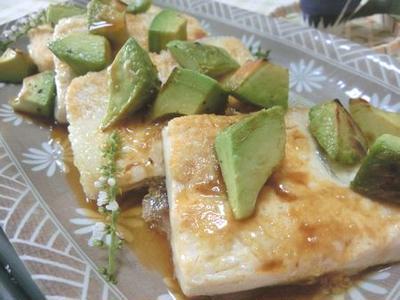 米油でサラッと☆ 豆腐とアボカドのステーキ わさび醤油で♪