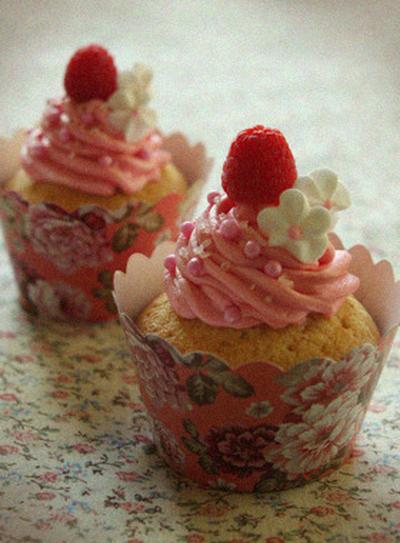 ラズベリーとホワイトチョコレートのカップケーキ