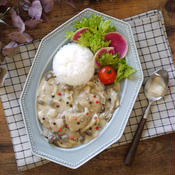 キノコとチキンフリカッセ風ソースのカフェプレート