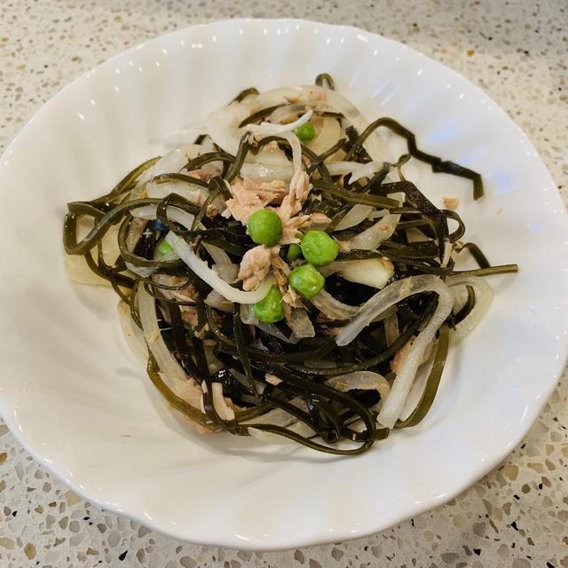 切り昆布と玉ねぎ、ツナの中国風サラダ
