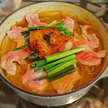 暑い夏には辛くて熱々のキムチ鍋で!タコ入りでウマイ(≧▽≦)