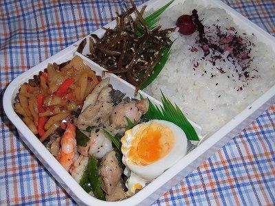 今日のお弁当・・・鶏肉・海老・ピーマンのごま油炒め~♪