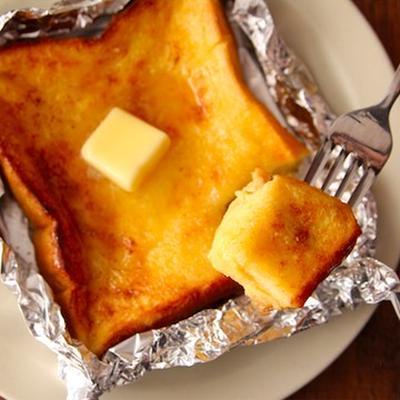時短でおいしい! 中まで卵液しみしみな「フレンチトースト」の簡単レシピ