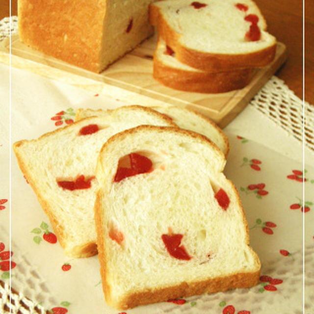 濃厚ミルク食パンミックスを使って イチゴのパン♪