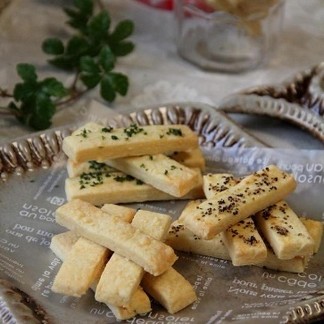 おやつに、おつまみに♪チーズスティック3種。