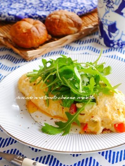 話題入り感謝♡『とろ~りチーズのアボカド&トマト入りイタリアンオムレツ、しゃきしゃきルッコラサラダ添え』、子供の日の色々。
