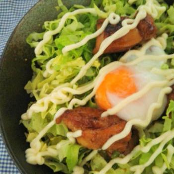 キャベツたっぷり♪肉少なめ(((^^;)の照りたまマヨネーズ丼♪