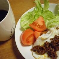 朝カフェ ソースそぼろの目玉焼きプレート