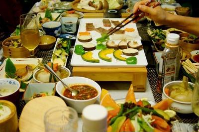 ■続・おもてなしメイン料理④【焼き肉/刺身/特大蕪のそぼろ餡/漬物2種】です。