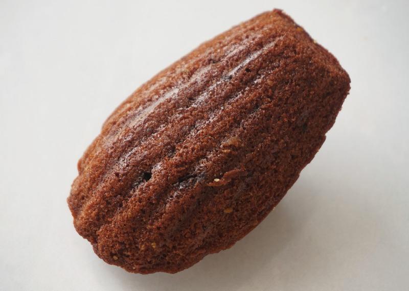 ■「ダブルチョコレート」218円(税抜)<br>チョコの存在感をしっかり感じるリッチマドレーヌ。生地...