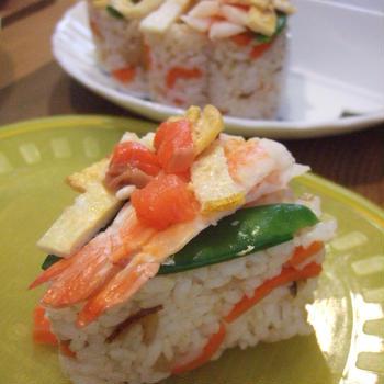 ひな祭り♪五目ちらしの素とハートができる型で♪簡単&ケーキみたいに綺麗なちらし寿司♪
