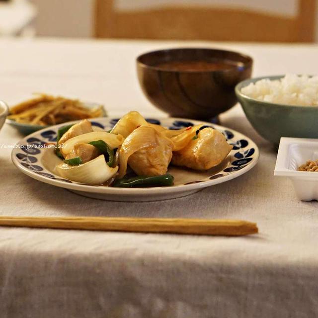 鶏胸肉の炒め物と納豆チャーハン。