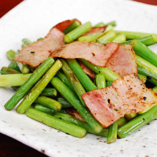 ニンニクの芽とベーコンの炒め物