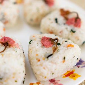 真似したい…!風流で美しい「桜」を、食卓で愛でるという贅沢。