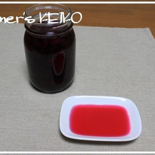 色もキレイで体にもいい『赤しそ酢』