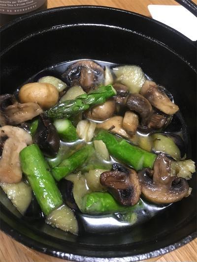 冷蔵庫のあまり野菜で簡単! ナスとアスパラガスとマッシュルームのアヒージョ