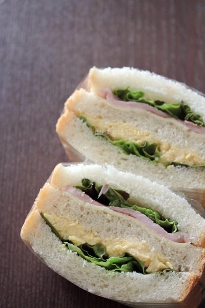 ナツメグ入りスクランブルエッグでサンドイッチ弁当。
