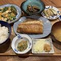 【献立】ホッケの開き、新生姜に味噌、ニラ玉、ねぎ味噌、野菜の焼き浸し、長芋揚げに青海苔塩、豆腐とねぎ味噌のお味噌汁