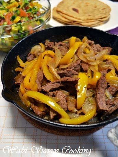 ファヒータとメキシカンチョップトサラダ