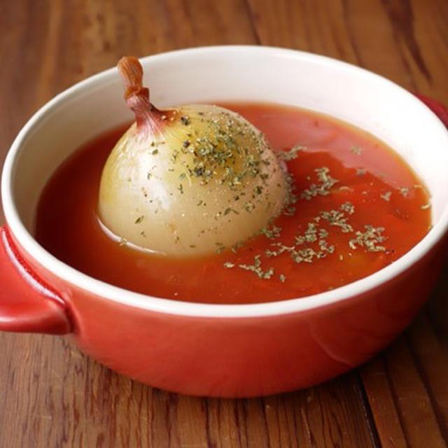 丸ごと玉ねぎのトマトスープ