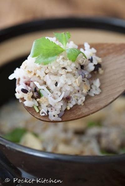 土鍋で作る。雑穀炊き込みご飯