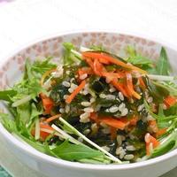 あと一品ほしいときに、お鍋ひとつで簡単15分!ワカメとニンジンのグレインズサラダ。