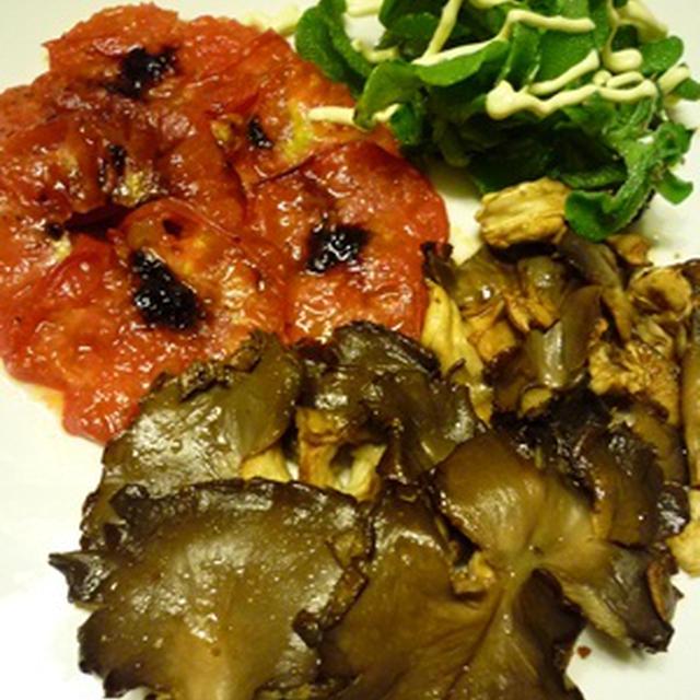 きのことトマトのステーキなど。今日もお野菜。