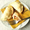 ガリシアの美味しいご馳走、エンパナーダ 粗挽きソーセージとチーズ入り