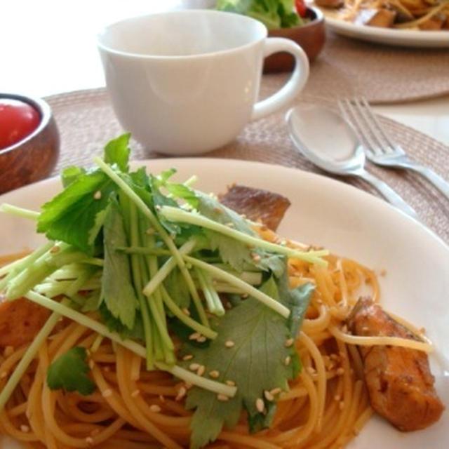 鮭と三つ葉の食べるラー油パスタ