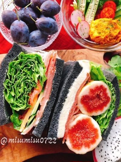 麻炭パウダーで炭パン【生ハムと無花果のサンドイッチ】(動画有)