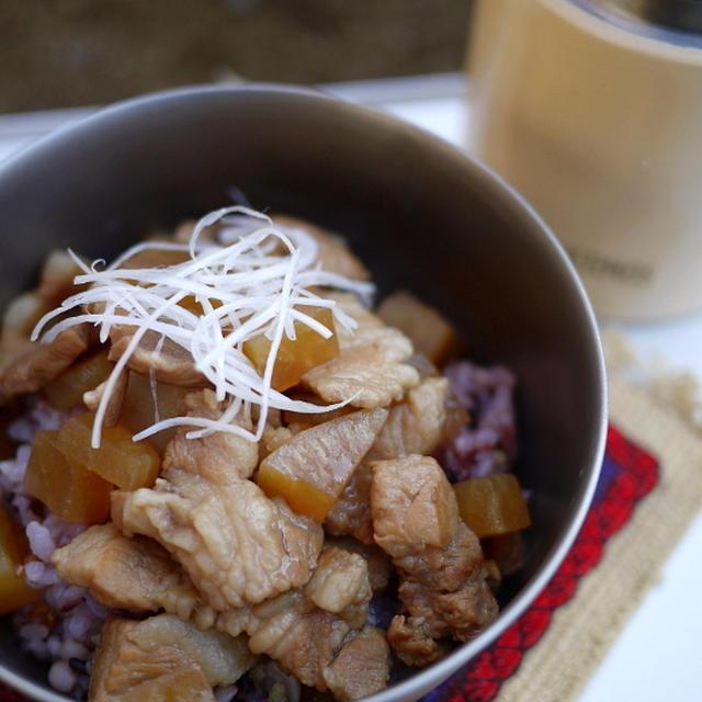 豚肉と大根の炒め煮丼(五香粉風味)
