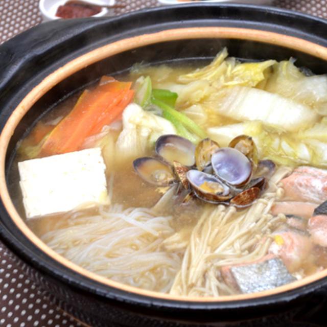 海鮮あさり鍋・みそ風味。~豆板醤でピリ辛味変え~の、晩ご飯。