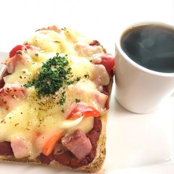 ピザトーストモーニングとお散歩と朝ごはん