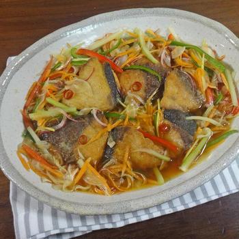 鰤と彩り野菜たっぷり!黒酢の南蛮漬け