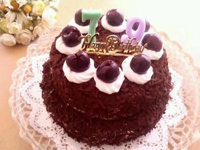 2段のシュヴァルツヴェルダーキルシュトルテ(フォレノワール)《子供の誕生日2014・チョコレートケーキ》