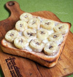 たっぷりバナナのシナモンチーズトースト