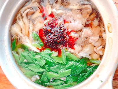 豚肉とごぼうのピリ辛鍋
