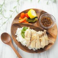 【レシピ・献立】炊飯器にお任せ、シンガポールチキンライス